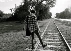 男生一个人的背影图片