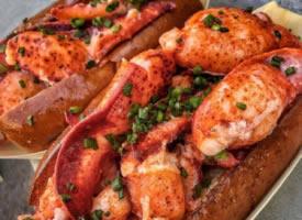 一组美味的龙虾面包图片