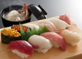 诱人的三文鱼寿司图片