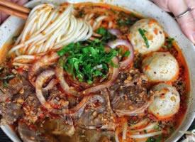 一组美味的越南面食图片