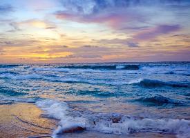 一组波涛汹涌的大海图片