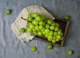 一组绿色清凉的葡萄图片