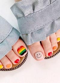 一组炫彩好看的脚指甲美甲