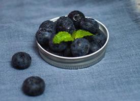 一组治愈系的蓝莓图片欣赏