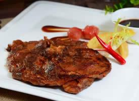 新鲜的西冷牛排美食图片