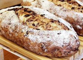 一组健康的杂粮面包图片