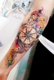 水墨风的几款漂亮指南针纹身图片