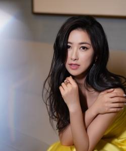 朱珠抹胸裙性感优雅写真图片