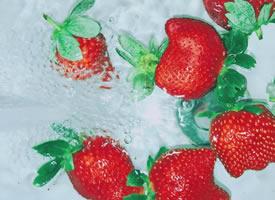 一组高级感的草莓图片欣赏