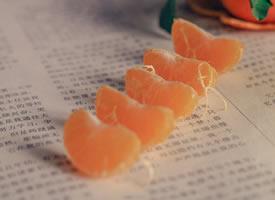 一组阳光下的橘子图片