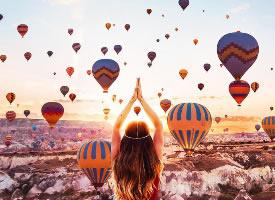 卡帕多西亚空中的热气球图片