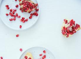 一抹红色的温柔石榴图片