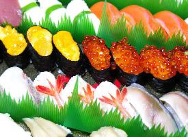 令人垂涎欲滴的三文鱼寿司图片