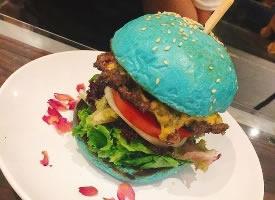 蓝色汉堡包,料超足