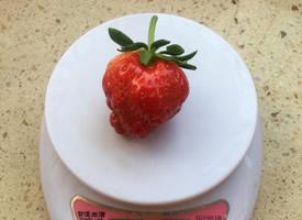 一组新鲜唯美的小草莓图片
