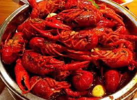一组红红的美味小龙虾图片
