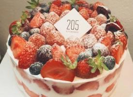 丝滑美味的草莓蛋糕