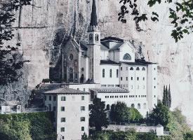 建在悬崖上的教堂,仿佛天空之城