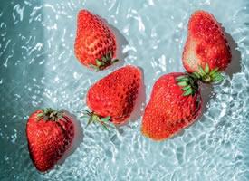 一组夏天味道的草莓图片