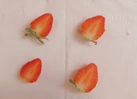 一组唯美光影下的草莓图片