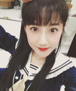 SNH48李艺彤生活自拍照图片