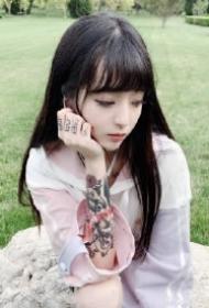 漂亮的一组纹身小美女图片欣赏