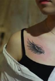一组黑色酷酷的点刺纹身