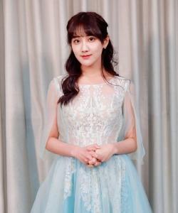 SNH48李艺彤薄纱蕾丝长裙性感写真图片