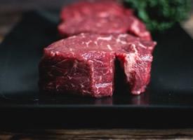 营养丰富的新鲜牛肉图片