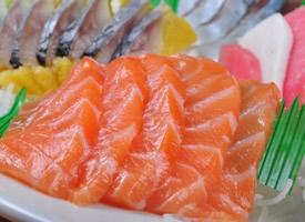 美味新鲜的三文鱼图片