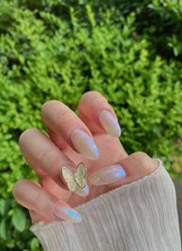 一组极光蝴蝶气质美甲图片