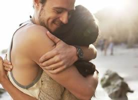 愿有人看透你的逞强后,给你一个最温暖的怀抱