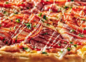 一组秀色可餐的披萨图片