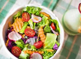 一组美味的蔬菜沙拉图片