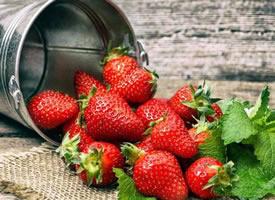 一组火红的草莓图片欣赏