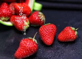 一组红彤彤的大草莓图片
