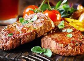 鲜嫩好吃的牛排图片