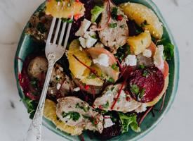 一组新鲜营养的沙拉图片