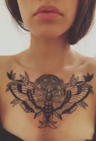 一组花胸纹身图案欣赏