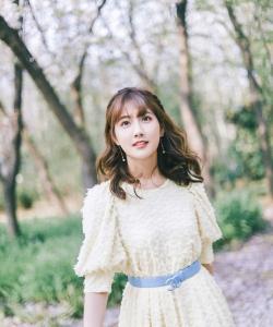 李艺彤清新甜美写真图片
