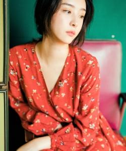 赵小棠红色碎花裙复古性感写真