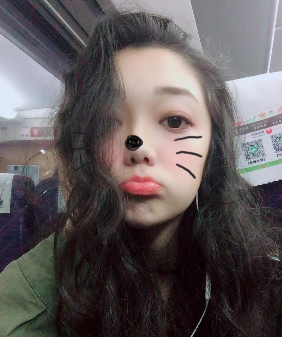 希林娜依·高可爱俏皮自拍图片
