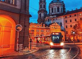 布拉格的夜晚风景图片