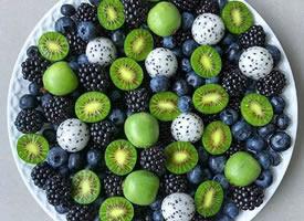 一组彩色好看的水果拼盘图片