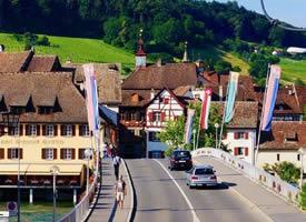 莱茵河旁的施泰因小镇,一座慢悠悠的文艺地儿
