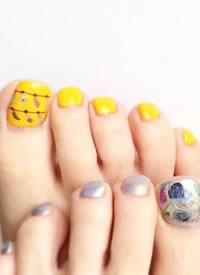 一组彩绘可爱风脚甲图片