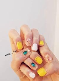 色彩活泼的指尖让心情也明亮起来