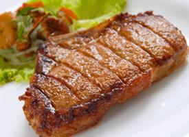 香喷喷的烤牛排图片