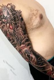 一组传统风格的花臂纹身图案