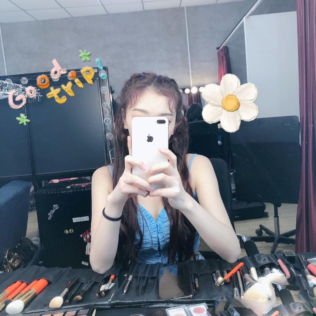孔雪儿后台化妆自拍照图片